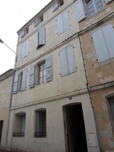 Un immeuble tranquille en apparence